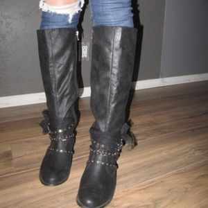 NOT RATED brand black boots